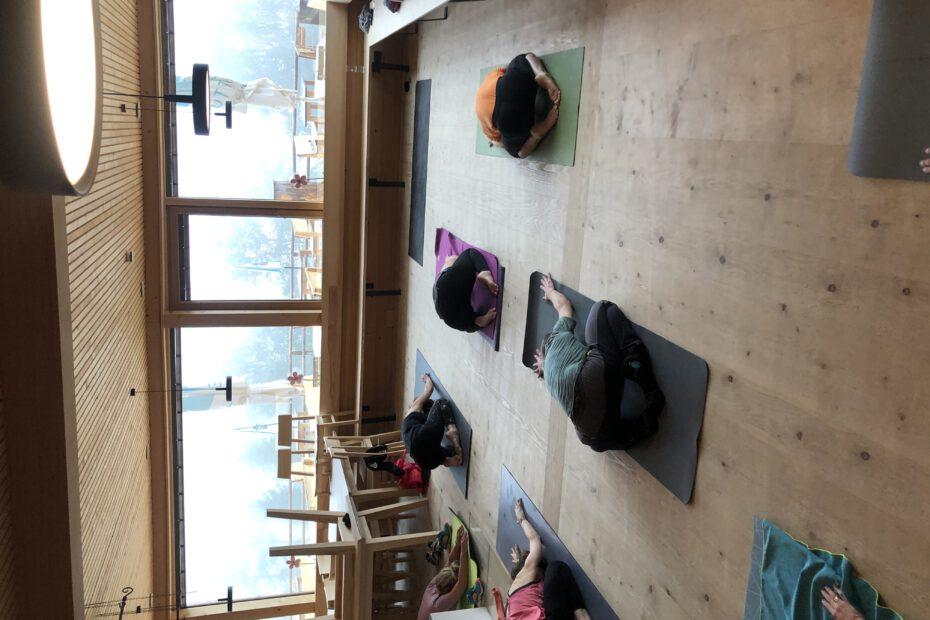 Yoga am Berg